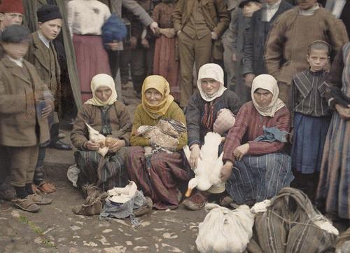Krusevac, Serbia (market scene), 1913. © Musée Albert-Kahn.jpeg