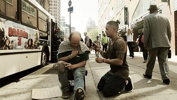 HUMANOST MARKA BUSTOSA Nedjeljom šišanje beskućnika kako bi ih pripremio zaposao