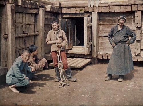 Mongolia, Ulaanbaatar (prisoner), 1913. © Musée Albert-Kahn.jpeg