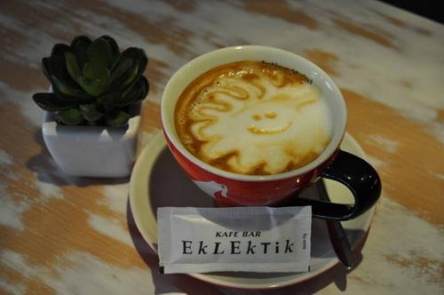 služi se isključivo esspreso kafa, 100% arabica i ukusne  koktel kafe, kao što je Eklektik nes kafa.jpg